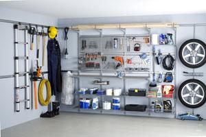 Eine Garage kann nicht nur als Stellplatz für den PKW, sondern auch als Lagerraum genutzt werden; Bildquelle: Elfa