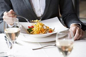 Im 8. Teil unserer Business-Etikette Serie erfahren Sie alles rund um die Tischsitten; Bildquelle: stefanolunardi/fotolia.com