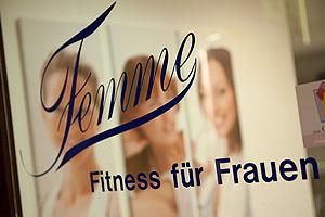 Im Femme Fitness Studio probiere ich das Training auf der Power Plate; Bildquelle: Femme Fitness