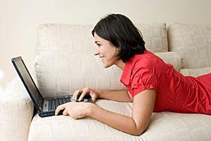 Online-Shopping mit virtueller Kreditkarte; © istockphoto, muharrem öner