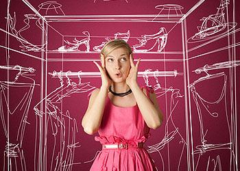 Männer nervt, wenn sie vor dem vollen Kleiderschrank steht und sagt, sie hätte nichts zum Anziehen; © Konstantin Li - fotolia.de