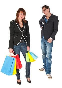 Männer nervt, wenn sie zum Shoppen gezwungen werden; © Ivonne Wierink - fotolia.de