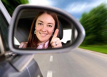 Männer nervt, wenn Frauen langsam Auto fahren; © istockphoto