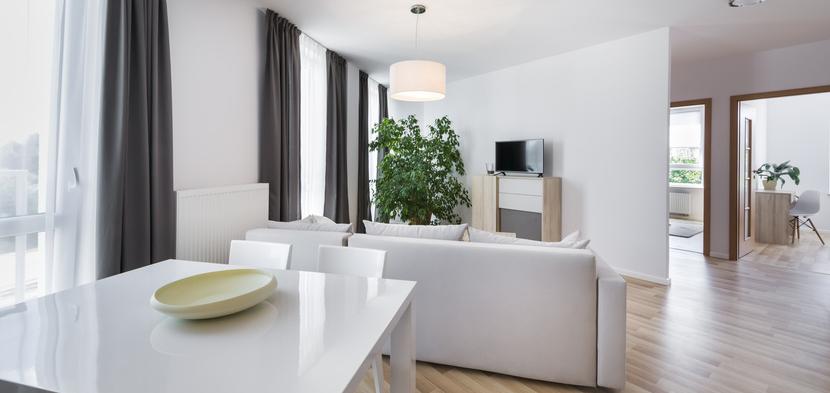 Wohnraum mit mehreren Funktionsbereichen