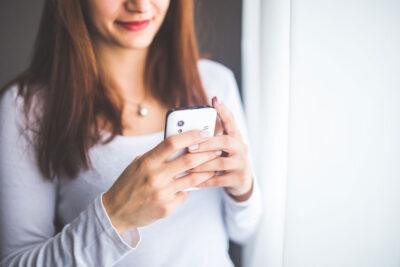 """Smartphones """"fressen"""" viel von unserer Zeit."""