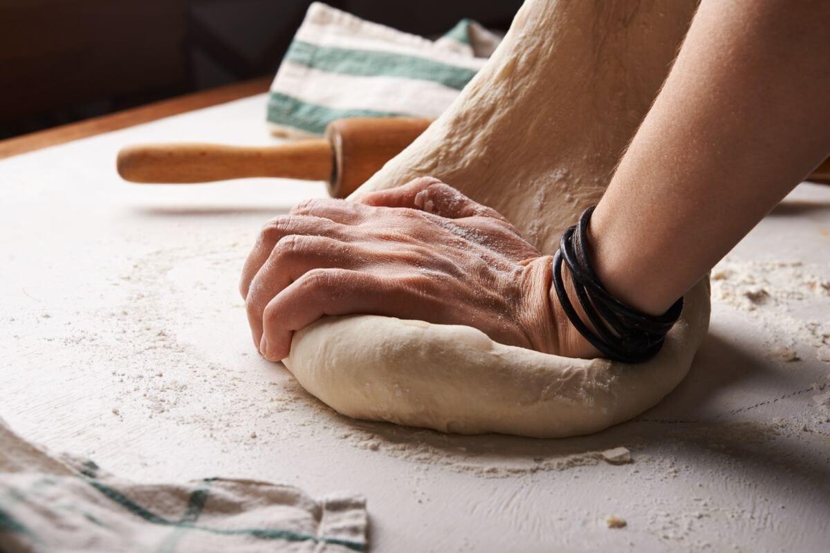 Auch Kochen oder Essen zubereiten kann viel Zeit kosten.