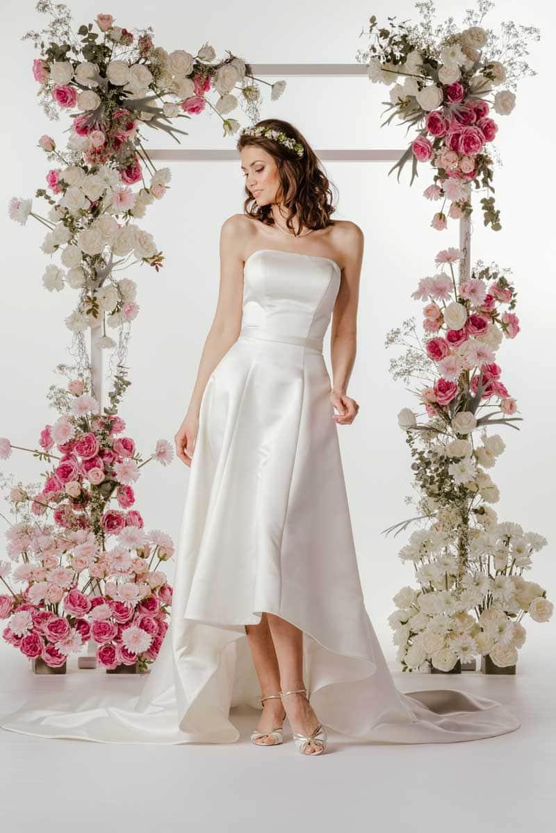 Schulterfreies Brautkleid von Steinecker Brautmoden
