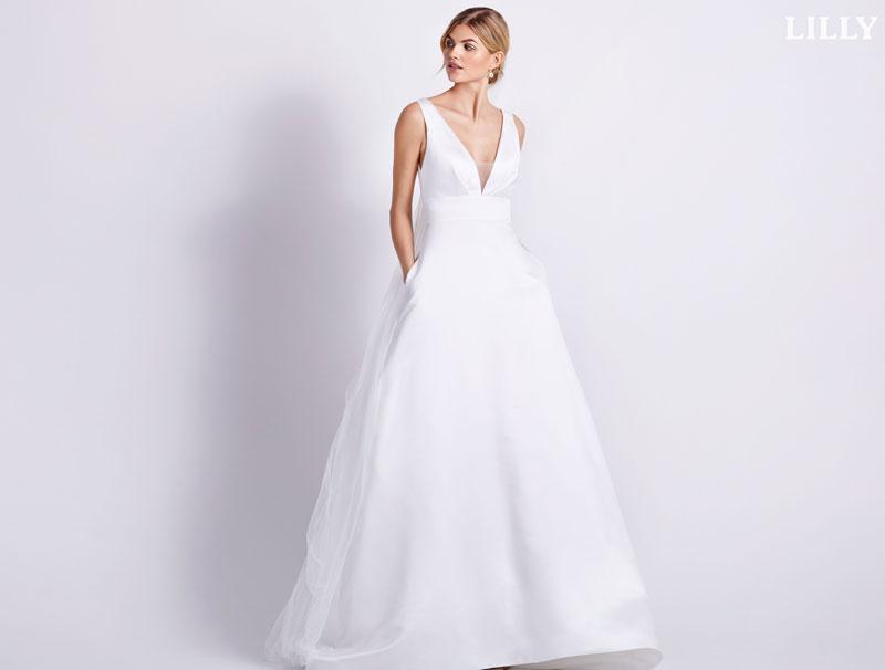 Tief ausgeschnittenes Brautkleid von Lilly.de
