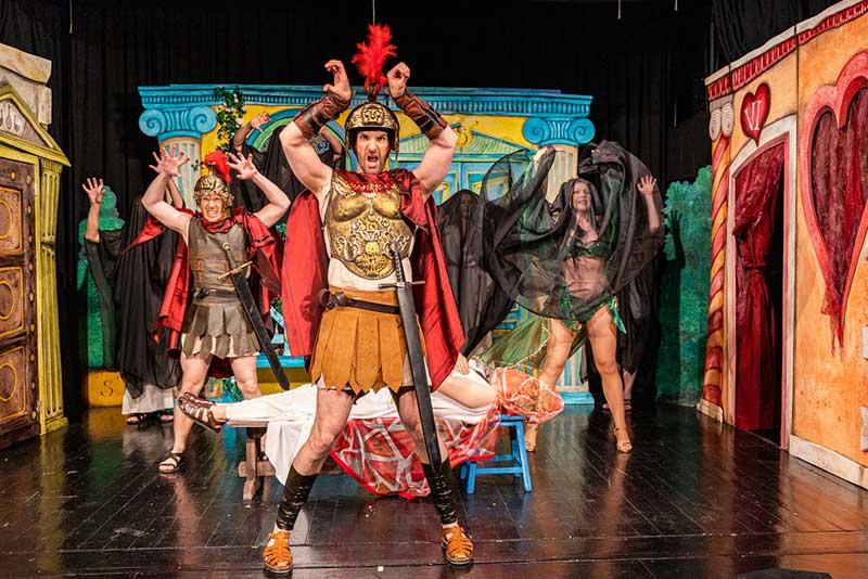 Zuständ' wie im alten Rom auf der Wiener Tschauner Bühne