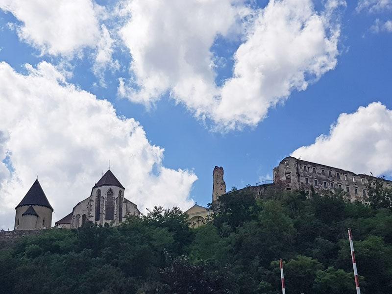 Aufstieg zur Burg in Gars